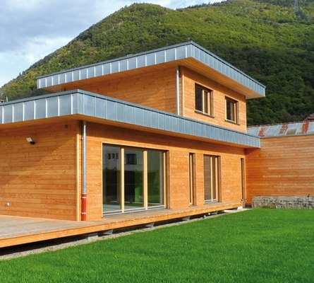maison toit en zinc projet de maison avec toit en zinc et toit plat extension maison bardage. Black Bedroom Furniture Sets. Home Design Ideas